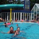 Buitenzwembad op de camping