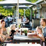 Eten op het terras op Landal Hoog Vaals