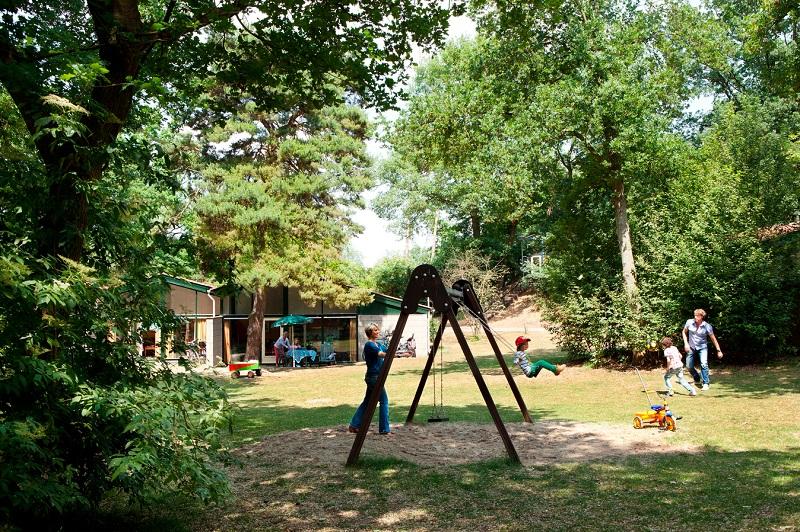 Bungalow met tuin en speeltuin op het vakantiepark