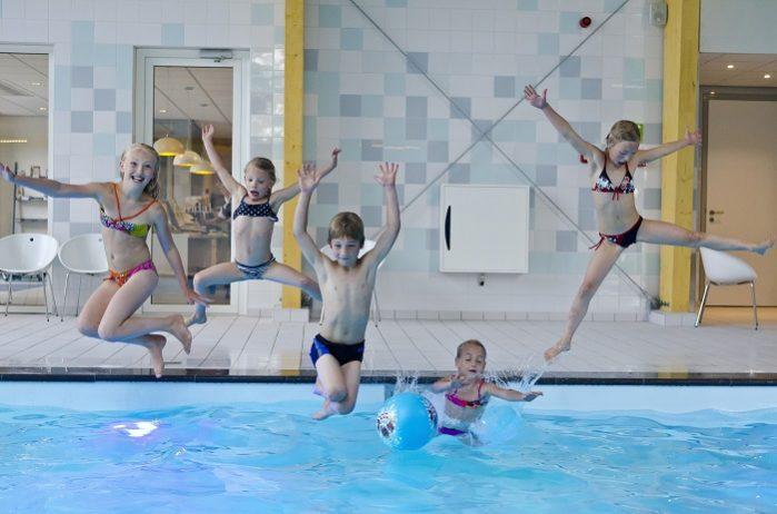 Sprong in het zwembad