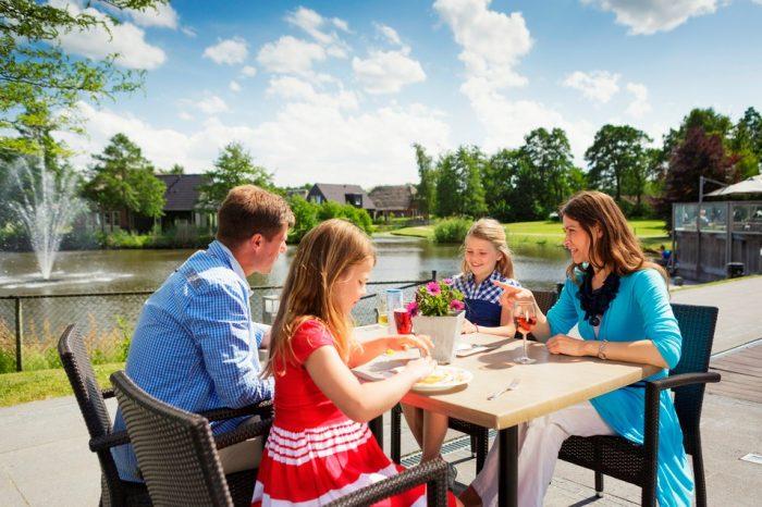 Eten aan het meer Bungalowpark Landal Aederholt
