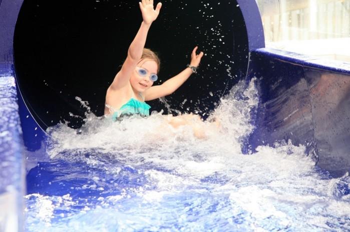 Glijbaan in het binnenzwembad