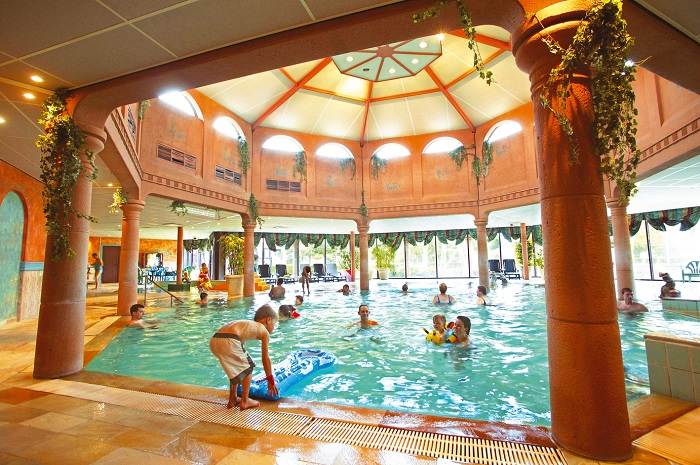 Binnenzwembad Landal Stroombroek