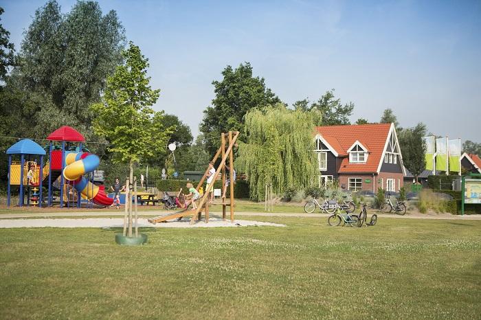 Outdoorspeeltuin op het bungalowpark