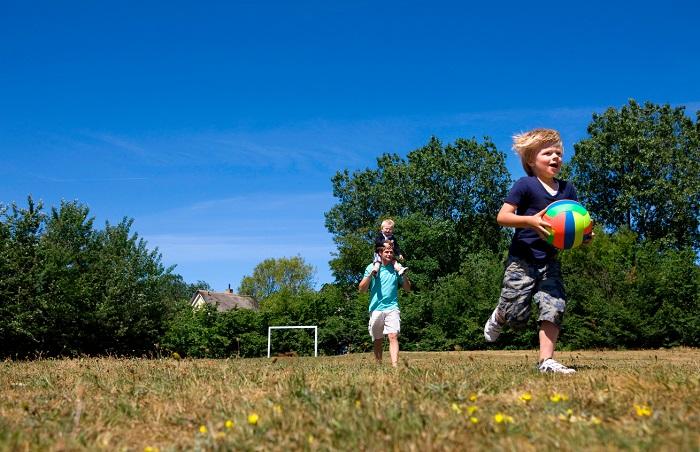 spelen op het sportveld