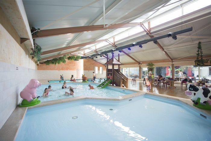 Binnenzwembad Vakantiepark Rheezerwold