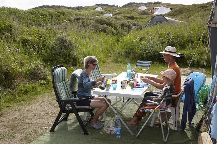 Eten voor de tent op de camping