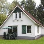 Bungalow met tuin en een terras