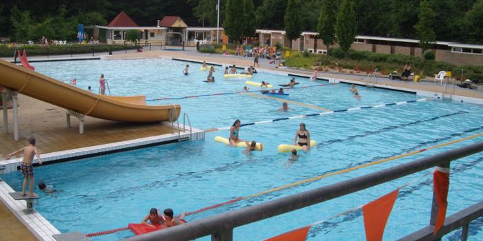 Buitenzwembad Recreatiecentrum Adelhof