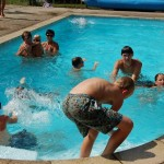 Klein verwarmd buitenzwembad