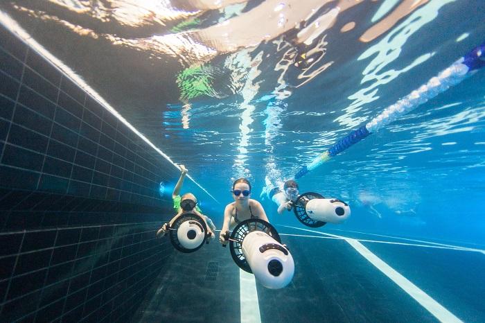 Onderwater in het binnenzwembad