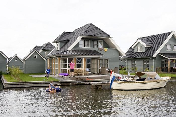 Villa aan het water met aanlegplaats voor de boot