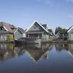 Vrijstaande villa aan het water
