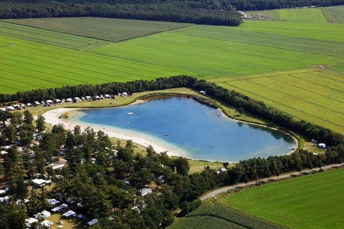 Luchtfoto van Recreatiepark de Achterste Hoef