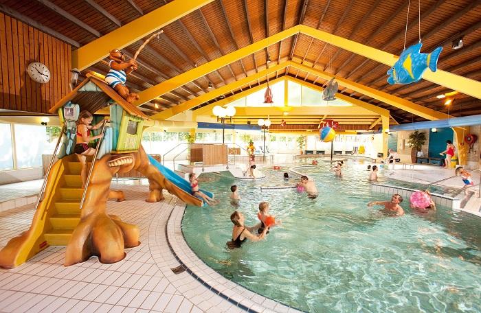Binnenzwembad op Landal Heihaas