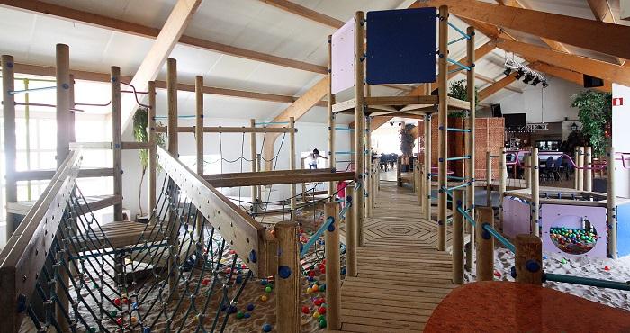 Indoorspeeltuin op het vakantiepark