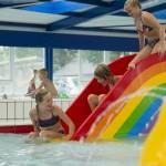 Binnenzwembad met kinderbad