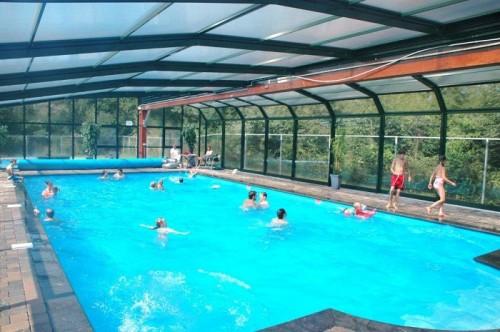 Binnenzwembad familiepark de vechtvallei