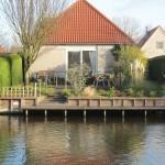 Vrijstaande bungalow direct aan het water