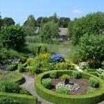 Overzicht tuin van het Villapark De Weerribben