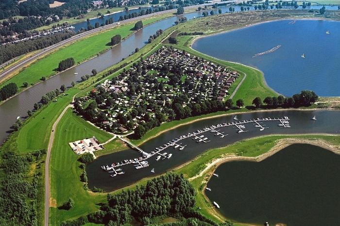 Recreatiepark de Veerstal vanuit de lucht
