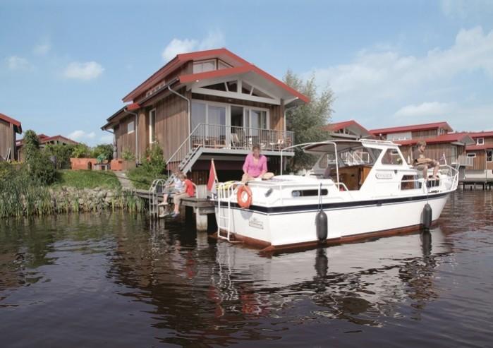 Boot aanleggen voor de villa