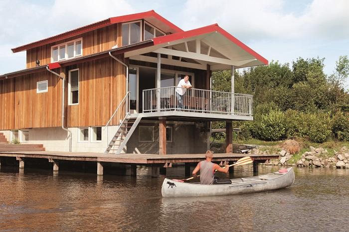 Villa direct aan het water