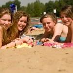 Vriendinnen op het strand
