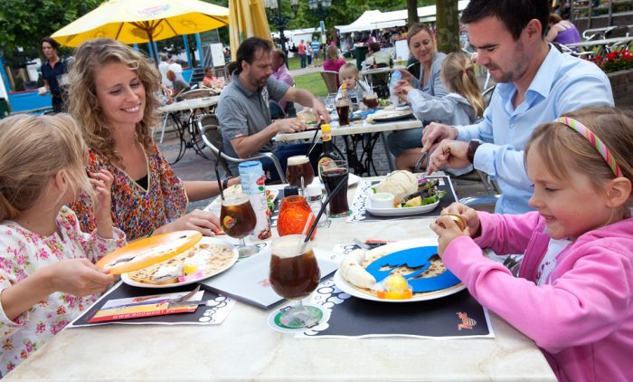 Eten op het terras van het restaurant
