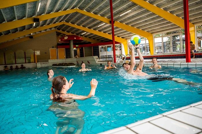 Binnenzwembad TopParken Recreatiepark 't Gelloo