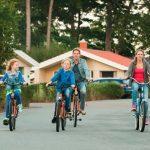 fietsend gezin