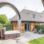 Jacuzzi in tuin op Dormio Resort Maastricht