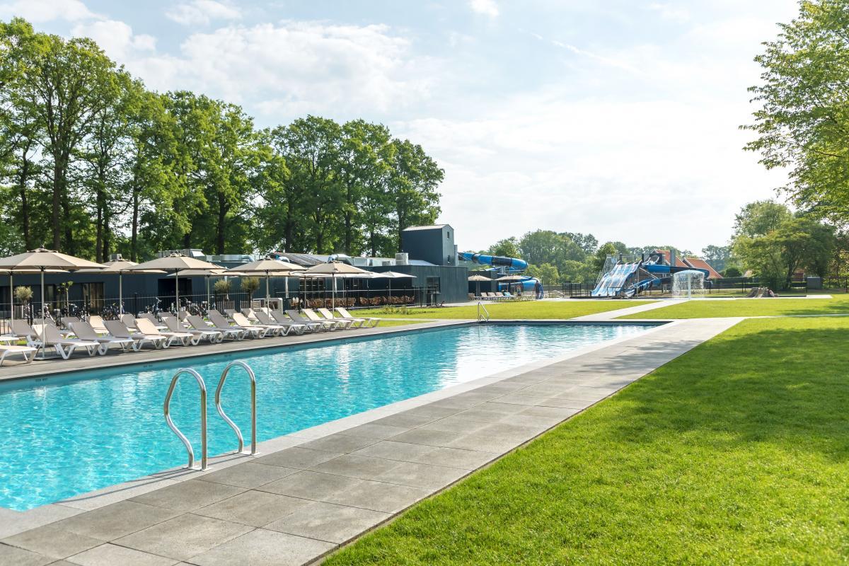 vakantiepark met zwembad
